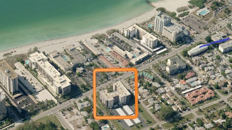 LIDO BEACH CONDO 1BR/1.5 BA  STEPS FROM BEACH, WALK TO ST ARMANDS  CIR from $70n, holiday rental in Lido Key