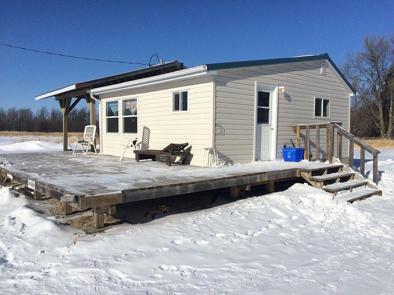 Mysig stuga på 45 hektar rätt bara några minuter från Lake Winnipeg.