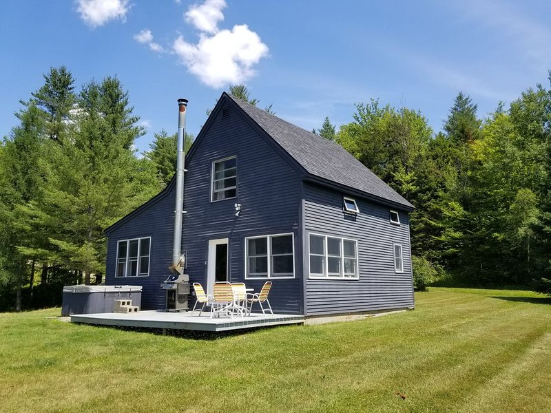 Very private, dog-friendly country house with hot tub on a lovely 10 acre meadow, vacation rental in Craftsbury