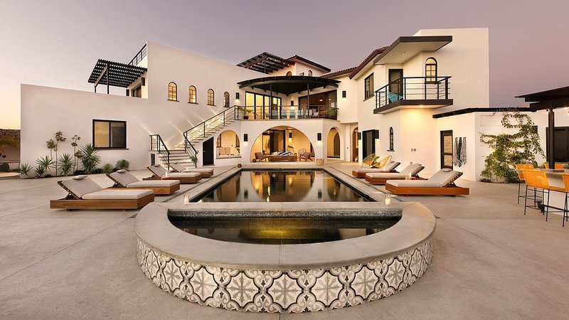 Villa Hope - New luxury estate steps from the beach, holiday rental in Todos Santos