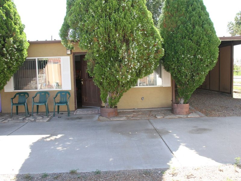 Corporate 2 bdrm apt  Pets ok & room for horses and RVs -, holiday rental in Los Lunas
