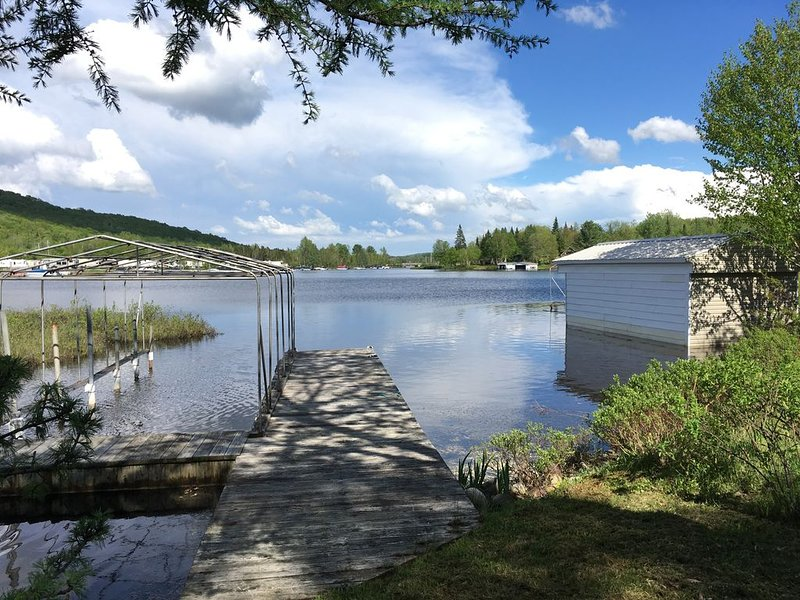 aux bord du LAC-SEPT-ILES waterfront, tranquille, private, holiday rental in Saint-Raymond