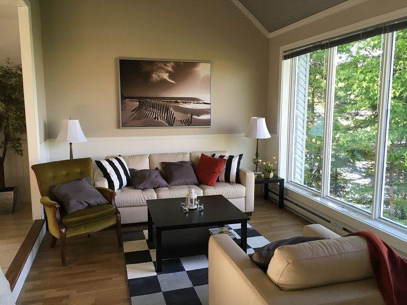 Salon. Living room.