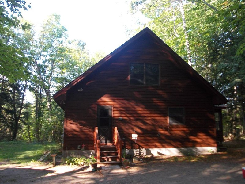 Book Burch Hill Cabin for your 2020 Michigan Fall Colors Vacation!, aluguéis de temporada em Central Lake