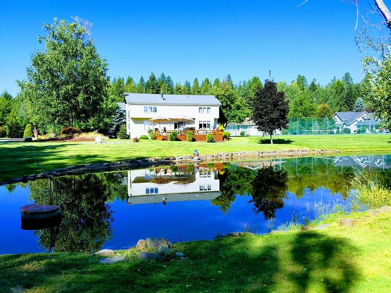 Westwood Luxurious Living ~ 1 Bedroom Apartment ~ Lovely!, vacation rental in Sandpoint