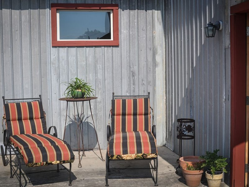 Great front patio-sunbathing or reading or just enjoying the peace and quiet-