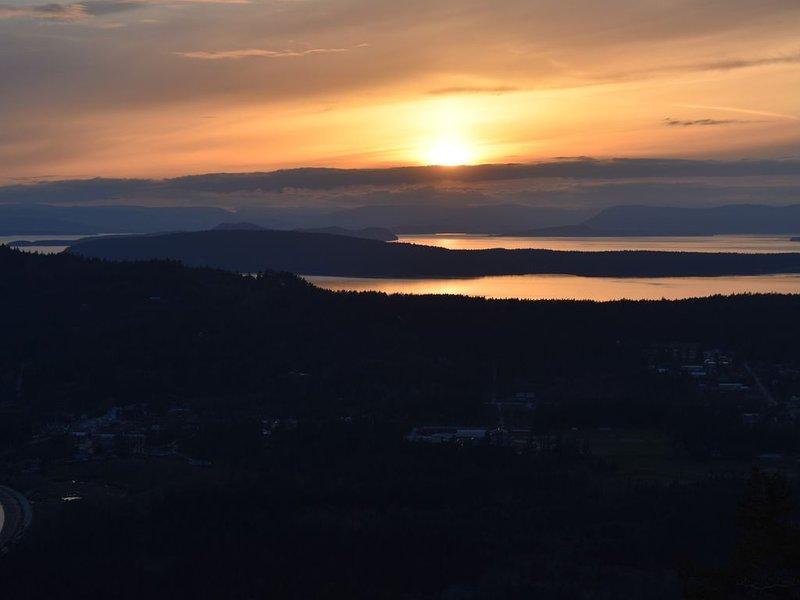 Atardecer desde la cubierta. Realmente increíbles puestas de sol que siempre están cambiando!
