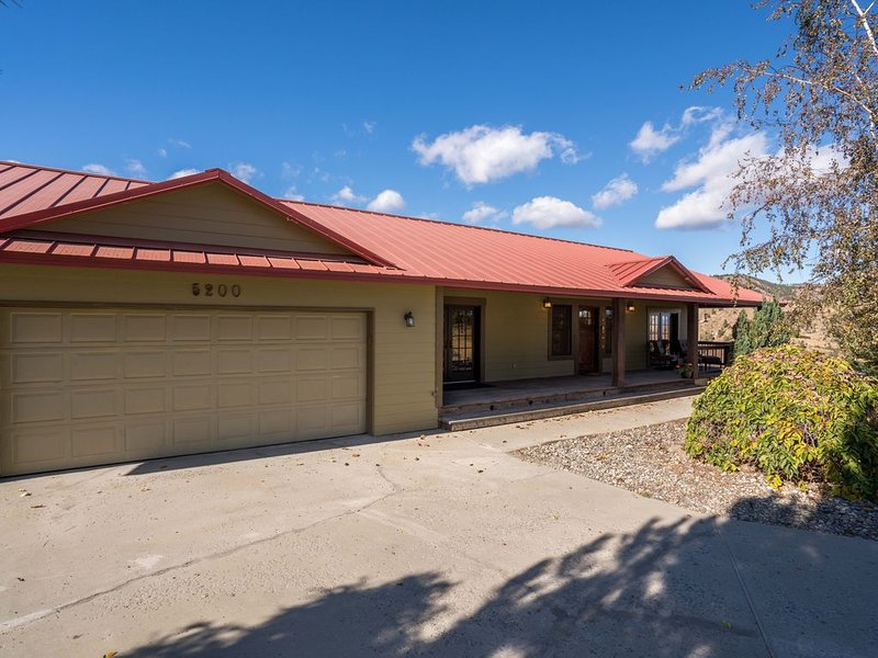 Modern Country Home 7 miles from mission ridge, alquiler vacacional en Wenatchee