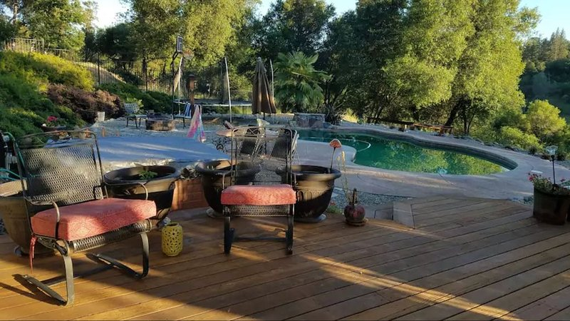 Country Living in Cozy Luxury...Welcome long term renters and  furry friends, casa vacanza a Pilot Hill