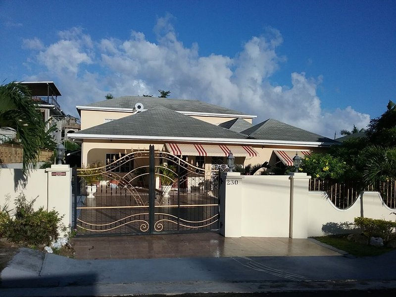 Beautiful Gated Community Vacation Home, Close to all Tourist Attractions, holiday rental in Mammee Bay
