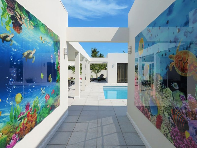 Villa Kinga, new contemporary villa, almost on the Beach, Awesome Location, location de vacances à The Bight Settlement
