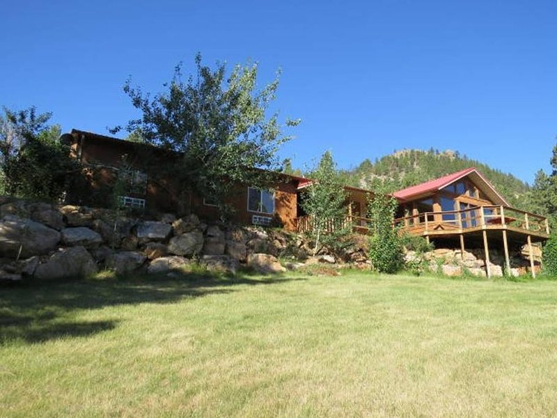 Sleeps 14-15 Montana's Wolf Creek Lodge, holiday rental in Craig