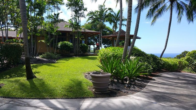 Rare Beauty and Luxury at Kealakekua Bay, location de vacances à Captain Cook