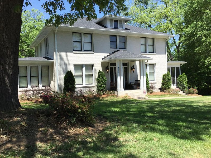 Historic Home for that Special Occasion, holiday rental in Monroe