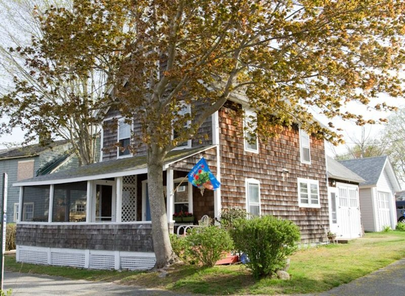 Adorable large beach cottage, alquiler de vacaciones en Westbrook
