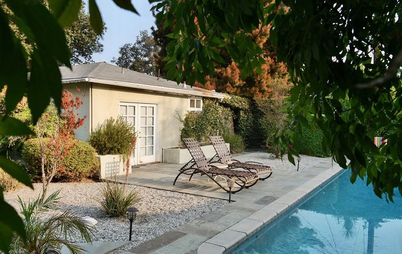 California Casual - A garden oasis in Los Angeles, alquiler de vacaciones en West Hollywood