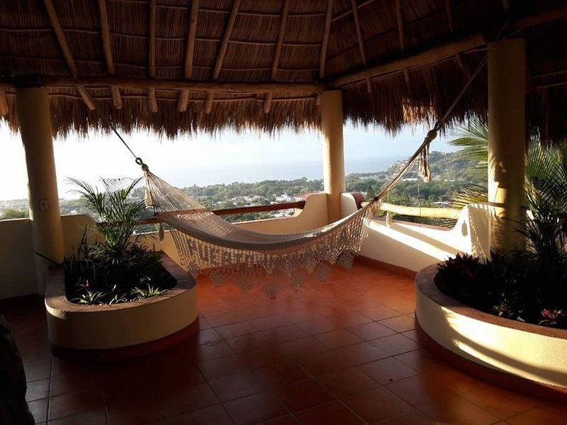 Beautiful Tropical House with Ocean VIEWS!, holiday rental in La Cruz de Huanacaxtle