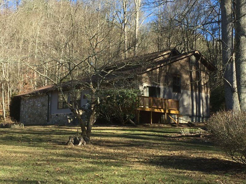 Large private home on wooded acreage, holiday rental in Robbinsville