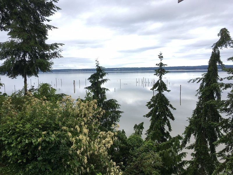 Warm Beach beach house - view, space and warmth!!, location de vacances à Lakewood  Snohomish County
