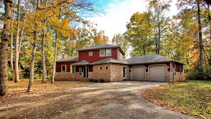 Don't Miss This Beautiful Custom Built Lake House, alquiler de vacaciones en Jamestown