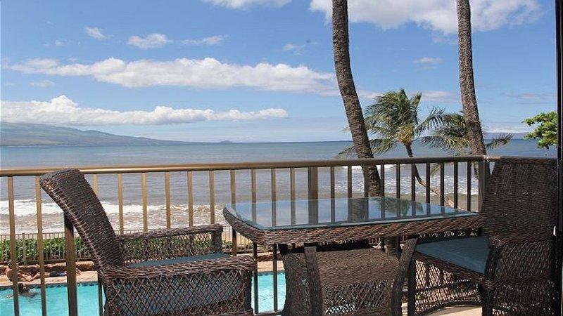 Maui's Hono Kai Condo Ocean/Beach Front, Ferienwohnung in Wailuku