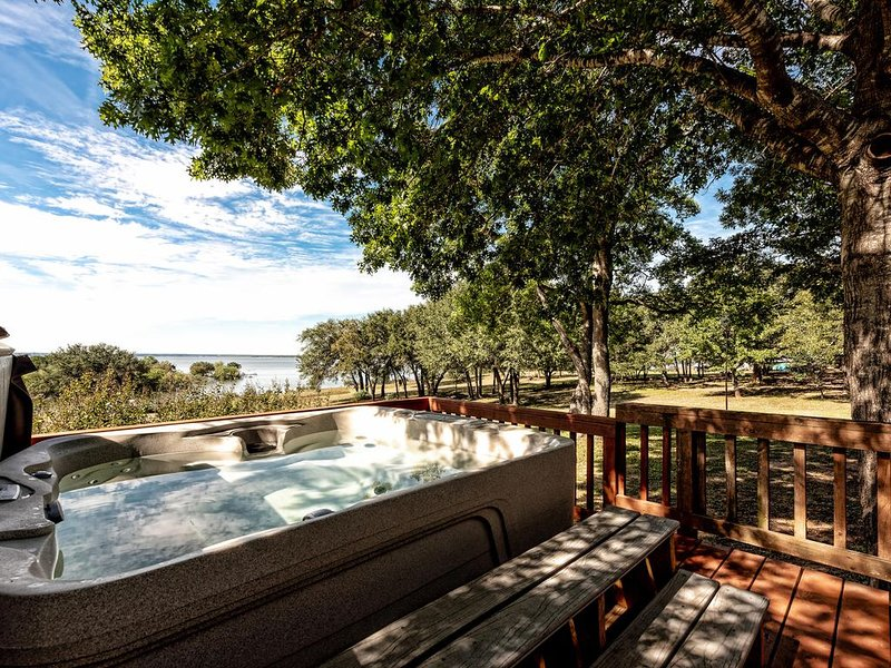 Best Lakefront, Amazing Sunset Home on Lake Whitney, vacation rental in Whitney
