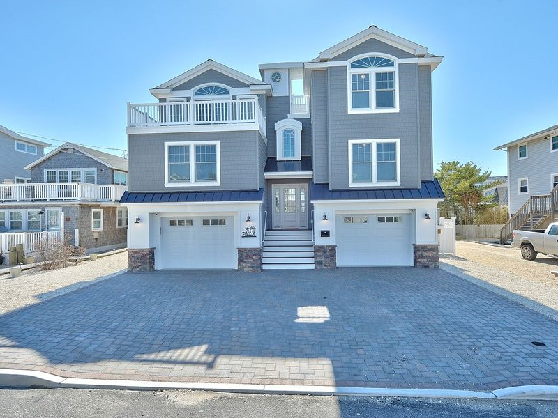 Luxurious Home with Ocean Views In Prime Lbi Location, vacation rental in Ship Bottom