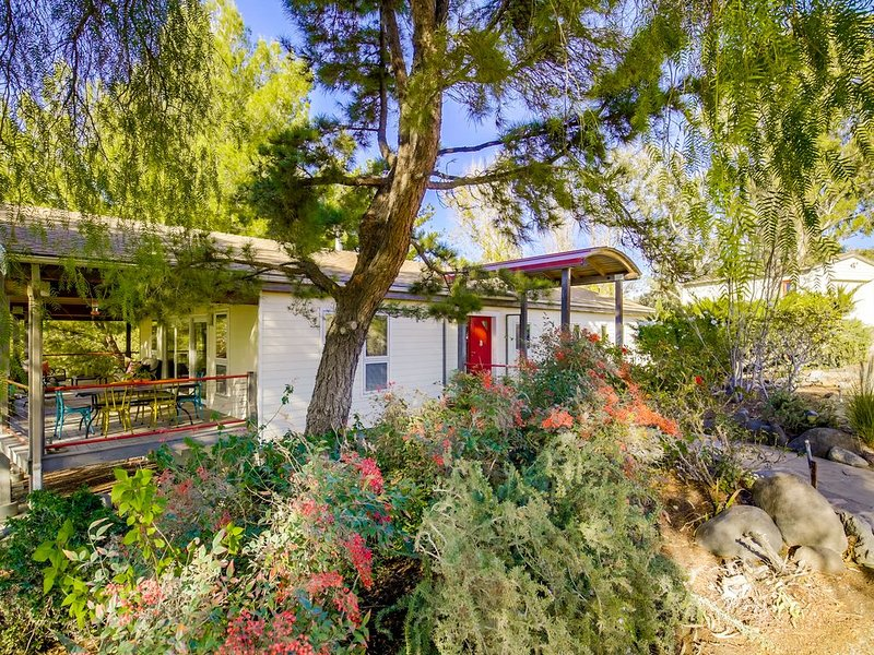 Secluded Euro Style Cabin near Temecula * Rising Son Ranch, holiday rental in Hemet