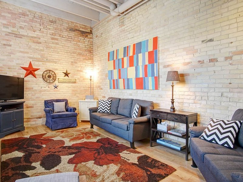 Walking Distance to Everything in Downtown Grand Haven, holiday rental in Grand Haven
