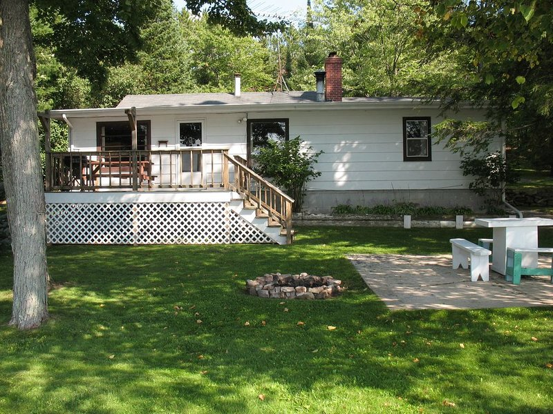 Come And Enjoy Our Cabin ~ Small And Peaceful Non-Motorized Lulu Lake, holiday rental in Cecil