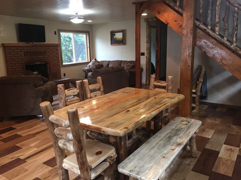The Cowboys Sunset Retreat, holiday rental in Mount Carmel