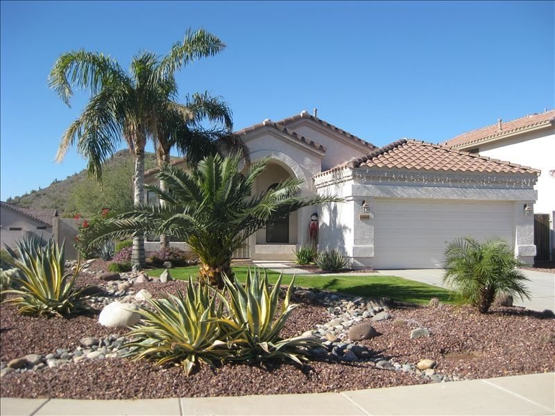 The Whole Package with Heated Diving Pool !!, vacation rental in Glendale