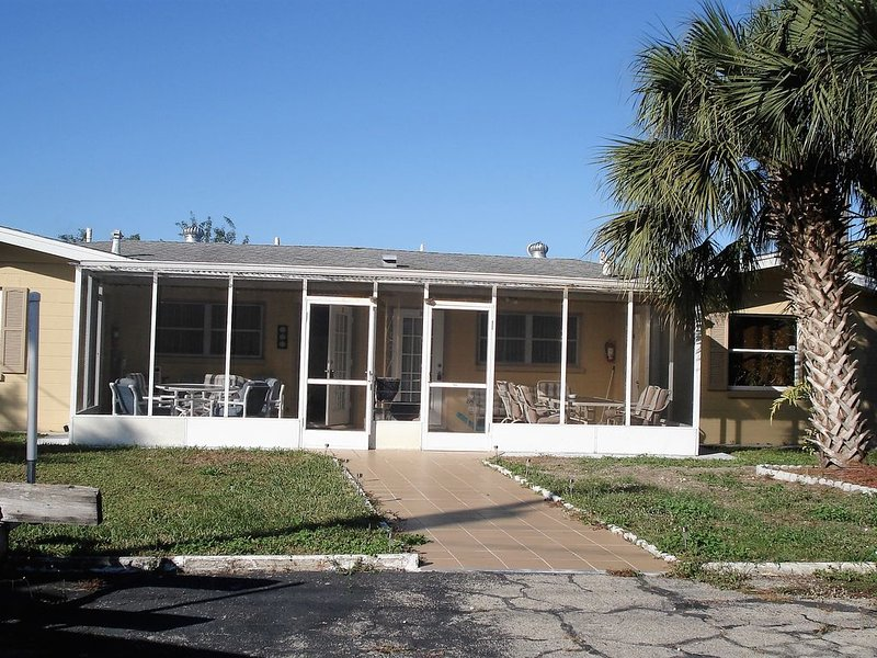 Lana Apartments One Bedroom Efficiency  Unit #2 In Warm Mineral Springs, vacation rental in North Port