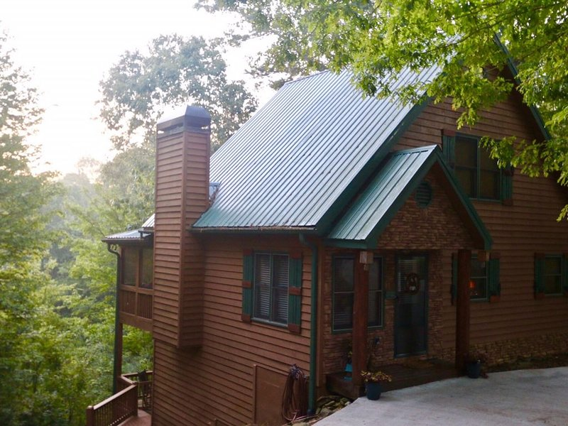 Whitetail Bluff- 3/3 with great view!  Sleeps 9, vacation rental in Oakman
