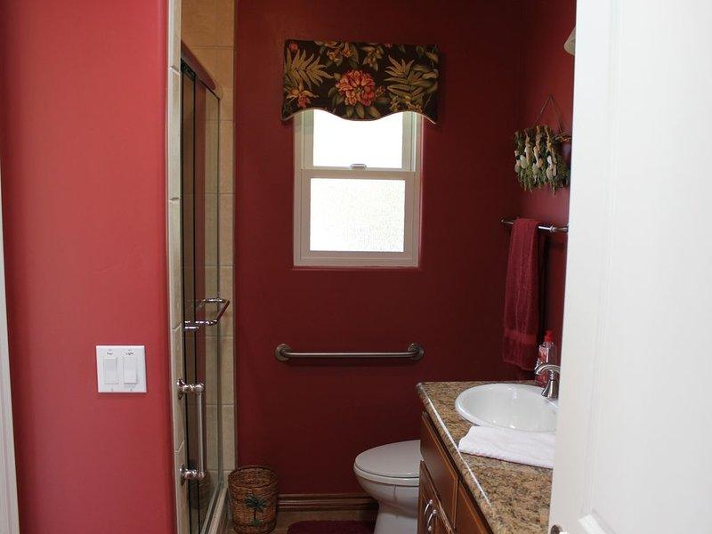 Chambre n ° 5 salle de bain avec douche.
