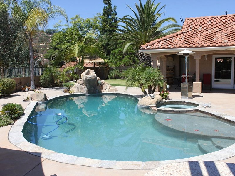 San Diego home with RESORT BACKYARD!!, location de vacances à Rancho Bernardo