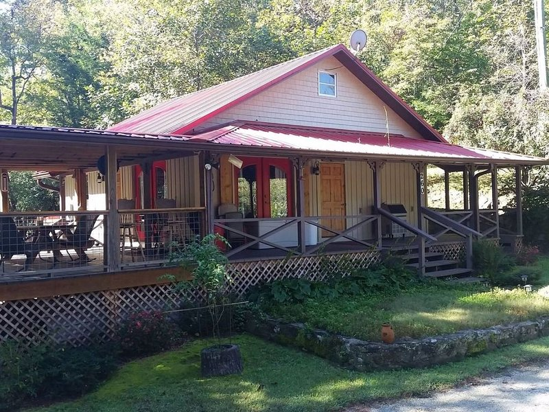 HENRY'S red roof cabin on the Chauga River, casa vacanza a Long Creek