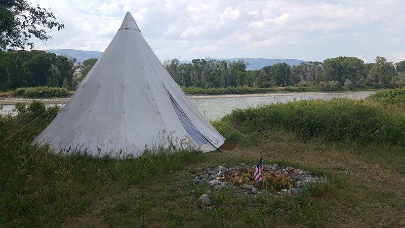 Yellowstone River Front -Tipi Chief Sitting Bull, location de vacances à Livingston