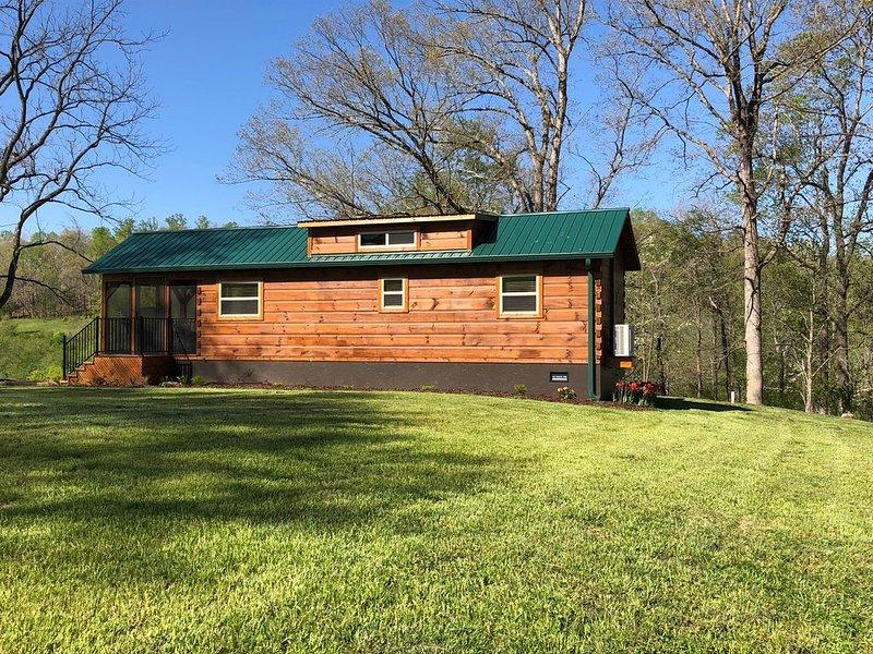 Romantic Getaway! 15 Min to Lake Lure/ Chimney Rock/ 45 Min Blue Ridge Parkway, vacation rental in Vein Mountain