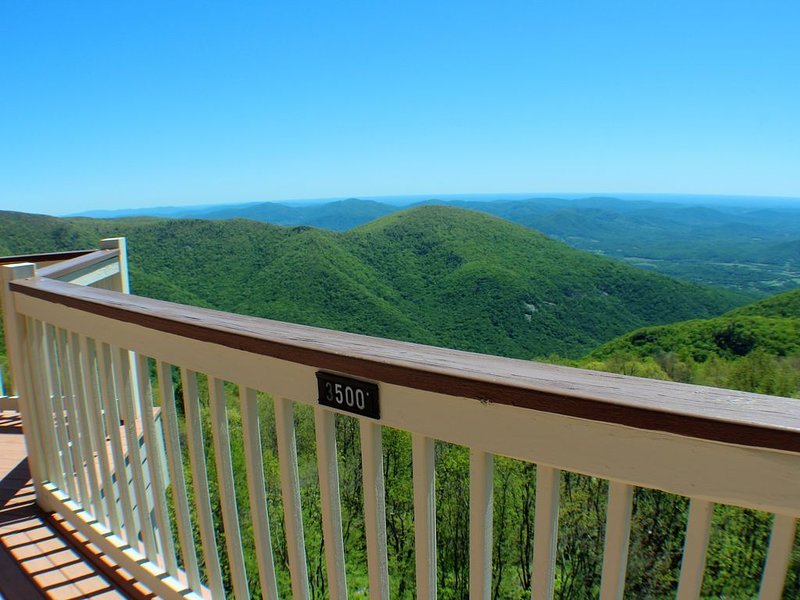 Gorgeous views, enjoy the fresh air, and wonderful hiking, vacation rental in Wintergreen