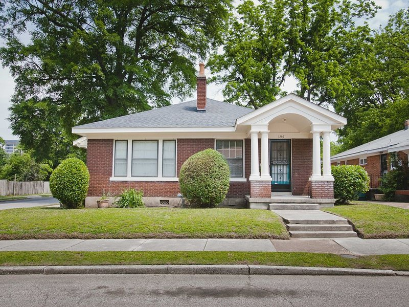 Historic home in Central Gardens's medical district, vacation rental in Memphis