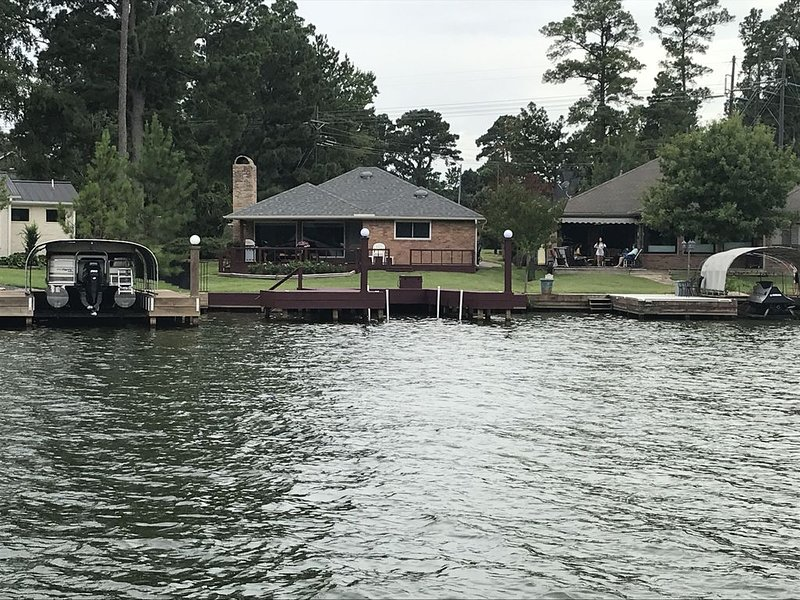 Waterfront with great views and quiet cove!, holiday rental in Montgomery