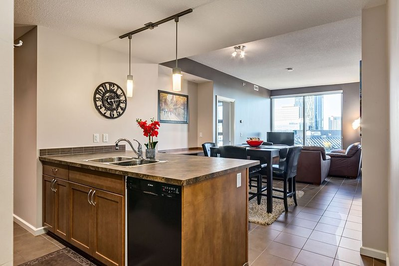 *TOWER VIEW HIGH-RISE* BMO/Stampede/Saddledome, vakantiewoning in Calgary