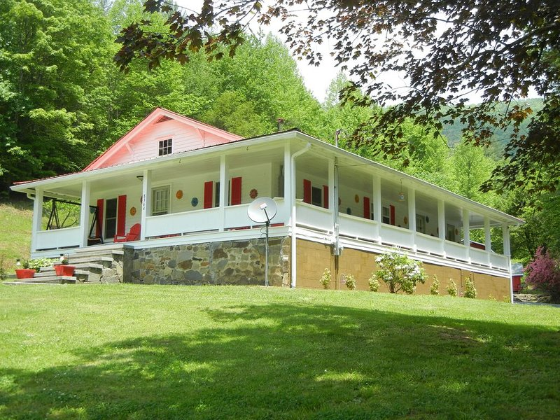 O'Henry's Getaway - Tail of the Dragon - Secluded Vacation Retreat Cheoah River, alquiler de vacaciones en Robbinsville