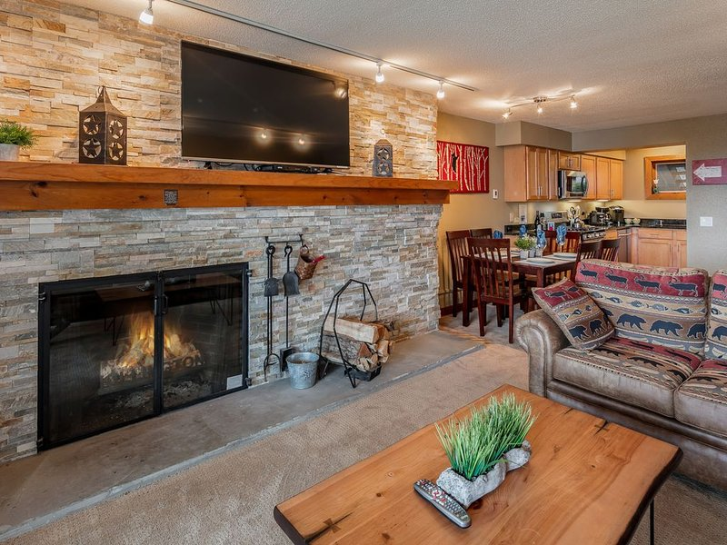 Ski-On/Ski-off  BEAUTIFUL REMODELED  2-Bed/2-Bath CONDO with Fireplace, location de vacances à Killington