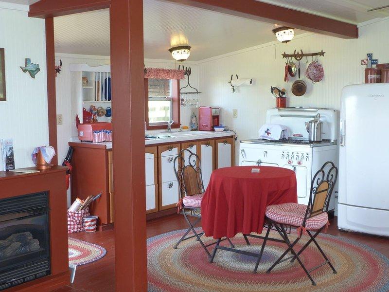Gosling's Nest Ranch Cottage, location de vacances à Schulenburg