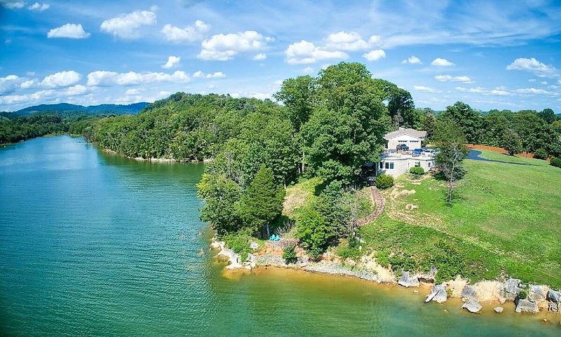 Cherokee Lake Front Guest House, holiday rental in Bean Station