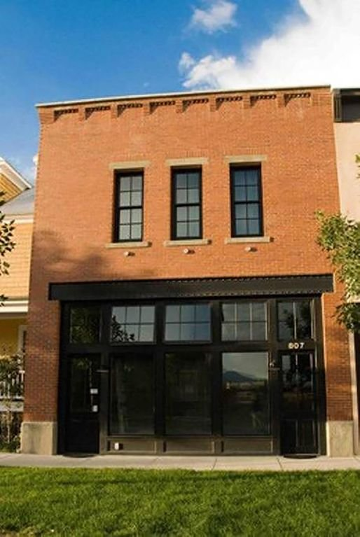 Inspiré par les Brownstones de Brooklyn, vous restez au 2ème étage de Firehouse Flat.