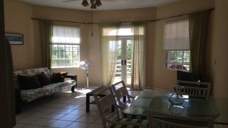 Beautiful And Spacious One Bedroom Apartment, vacation rental in Tutu