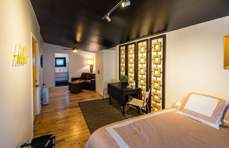 Downtown Contemporary / Vintage Hardwood Floors- Immaculate!, Ferienwohnung in Flagstaff